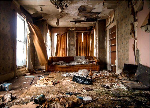 На що звертати увагу в першу чергу, і як максимально економно провести ремонт старого будинку з